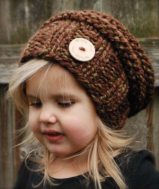 Чудесные вязаная шапочки для малышки (с описанием)