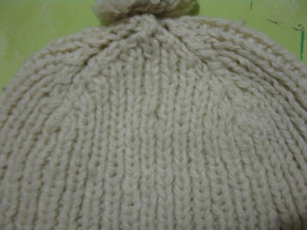 Простая вязаная зимняя шапка на мальчика