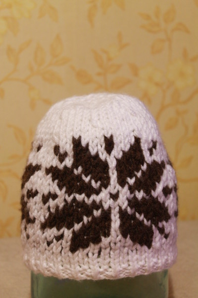 Жаккардовая шапочка с оленями
