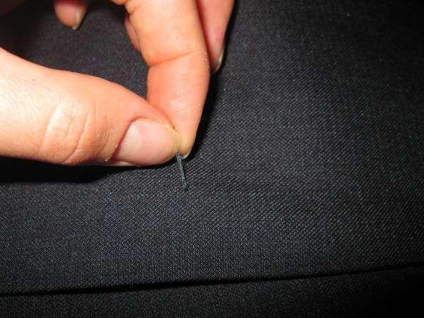 Как убрать затяжку на одежде