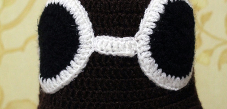 Вяжем шапочку-ушанку с очками для мальчика крючком