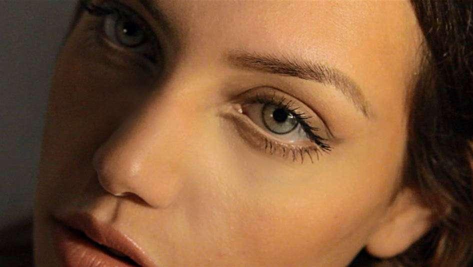 Как с помощью косметики скорректировать некоторые недостатки длинного носа?