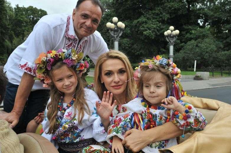 Известные семьи в вышиванках