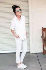 Белые кеды с белыми джинсами