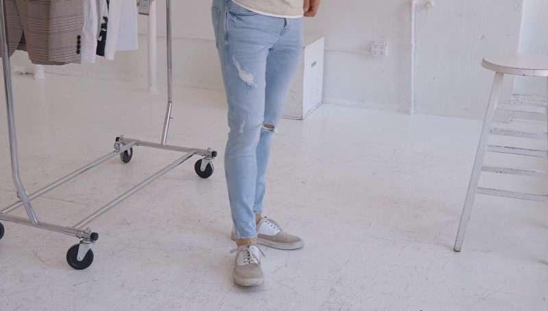Модные джинсы и кеды