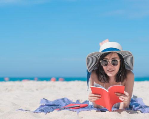 Что почитать девушке в отпуске на море
