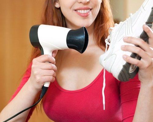 Можно ли сушить обувь феном?