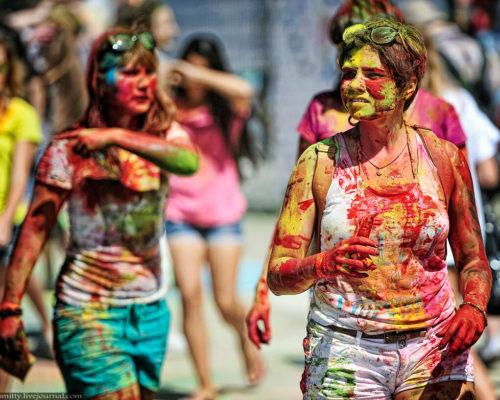 Как отстирать краски холи с одежды